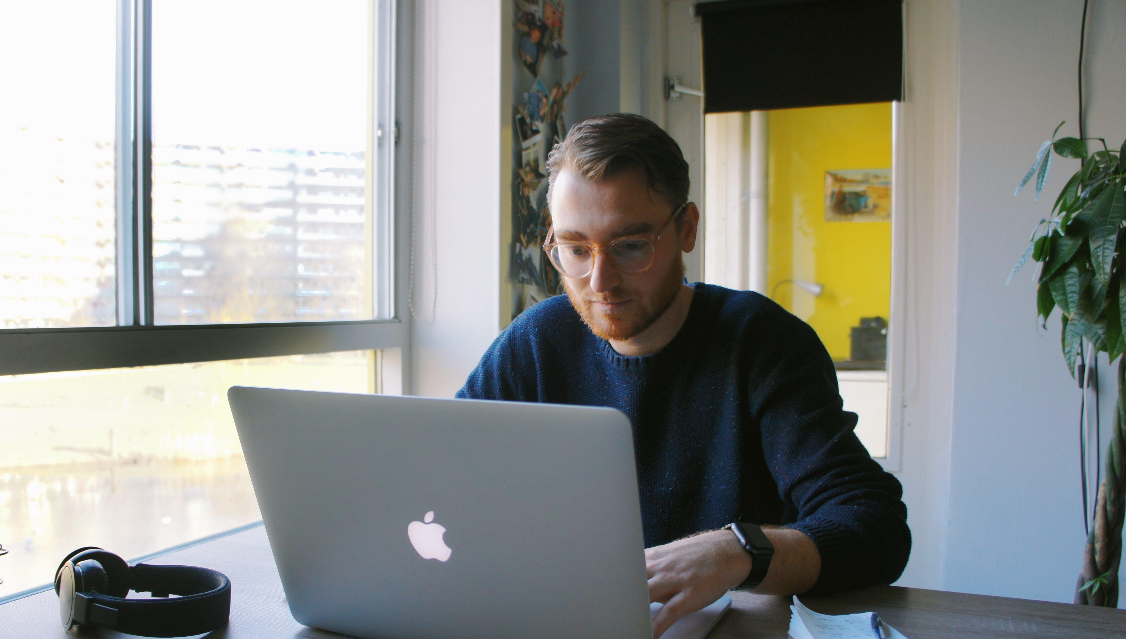 Pieter Eg aan het werk